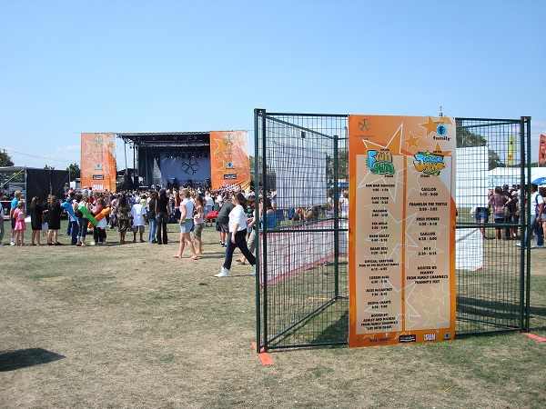 Modu-Loc fence in a triangle formation creates a signage display solution
